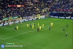 Enlace a GIF: El golazo de Xhaka al Villareal ayer en Europa League