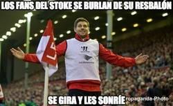 Enlace a Los fans del Stoke se burlan de su resbalón