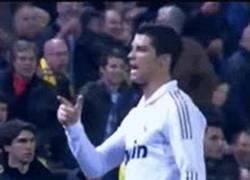Enlace a GIF: Cristiano, ¿qué está haciendo el Madrid en estos últimos partidos?