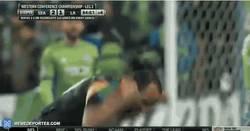 Enlace a GIF: Donovan al saber que su equipo está en la final de la MLS