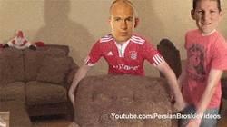 Enlace a GIF: Un día en la vida del individualista Arjen Robben