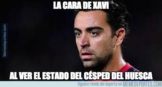418014 - La cara de Xavi al ver el estado del césped del Huesca