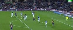 Enlace a GIF: Golazo de Leo Messi que hace saltar a los culés al filo del descanso 1-1