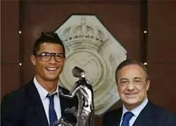 Enlace a Cristiano Ronaldo con su nuevo galardón