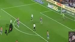 Enlace a GIF: Ya era hora, ayer llegó el primer gol como valencianista de Álvaro Negredo