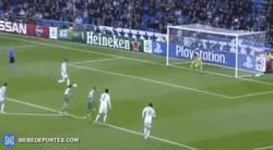 Enlace a GIF: Cristiano ya tira los penaltis de todas las formas y colores