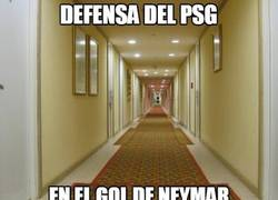 Enlace a Defensa del PSG en el gol de Neymar