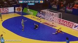 Enlace a GIF: Carmen Martín nos deleita con el mejor gol de lo que llevamos de Europeo. ¡¡Menuda rosca!!