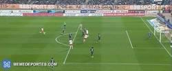 Enlace a GIF: Golazo de Verza que empata el partido.