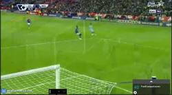 Enlace a GIF: Lampard alcanza a Henry como cuarto máximo goleador en la premier