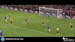 Enlace a GIF: Diego Costa vuelve a las andadas. Gol que remata al Hull City