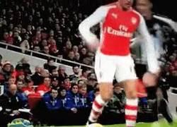Enlace a GIF: Pase a lo Ronaldinho de Alexis...¡Lujazo!