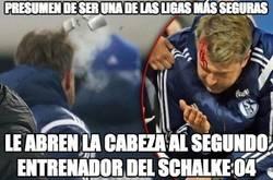 Enlace a El segundo entrenador del Schalke, alcanzado por un mechero