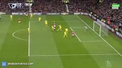 Enlace a GIF: El 2-0 del United con gol de Mata en claro fuera de juego