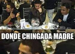 Enlace a Parece que Chicharito no está contento con la llegada a Marruecos, y le sale su lado mexicano