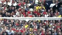 Enlace a GIF: Thierry Henry nos deja joyas como ésta