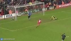 Enlace a GIF: El primer gol de Gerrard con el Liverpool