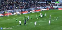 Enlace a GIF: ¡Golazo de Nico Pareja para el 1-0 del Sevilla!