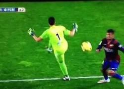 Enlace a GIF: Cómo ganarse una amarilla tontamente. By Neymar
