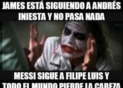 Enlace a James está siguiendo a Andrés Iniesta y no pasa nada