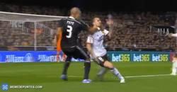 Enlace a GIF: Pepe es el central más limpio de la Liga. Esta jugada lo demuestra