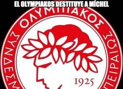 Enlace a El Olympiakos destituye a Míchel