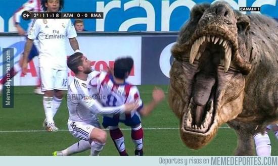 431348 - Sergio Ramos salvando a Raúl García de un T-Rex