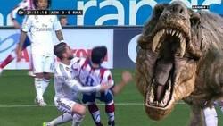 Enlace a Sergio Ramos salvando a Raúl García de un T-Rex