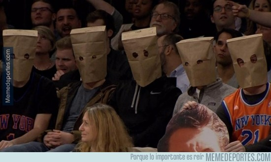 431574 - Así se manifestaron los hinchas de los Knicks tras la 14 derrota seguida de su equipo