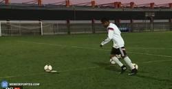 Enlace a GIF: El reto de penaltis de rabona de la joven perla del Madrid