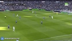 Enlace a GIF: Así ha sido el gol de James, tras pase de Cristiano