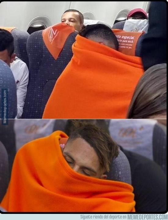 431974 - Paolo Guerrero del Corinthians debe viajar así por su aerofobia