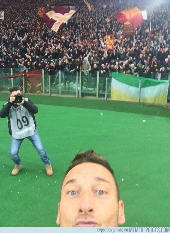 432457 - Así ha quedado de chopeable el selfie de Totti
