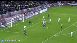 Enlace a GIF: Y Messi completa así los tres goles de la MSN