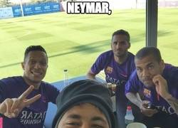 Enlace a Neymar nos muestra con un selfie los que se irán del Barça esta temporada