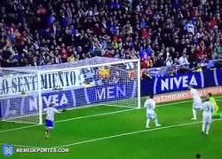 Enlace a GIF: Y en un minuto, Torres liquida la eliminatoria con este gol