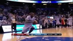 Enlace a GIF: Victor Oladipo machaca con este impresionante mate a 360º ante los Rockets