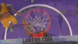 Enlace a GIF: Lebron James falla un Alley-Oop y Kobe Bryant se rie de él en la victoria de Cavaliers vs Laker