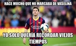 Enlace a Messi y su guante en el pie