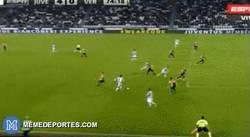 Enlace a GIF: Estos fueron los dos goles del doblete de Tevez frente al Hellas Verona
