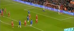 Enlace a GIF: Hazard pone el partido a favor para el Chelsea desde el punto de penalti
