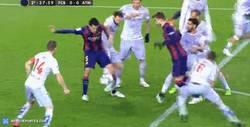 Enlace a GIF: Hay penaltis tontos, luego está éste de Juanfran