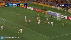 Enlace a GIF: Con este golazo Cahill dio la victoria a Australia vs China en las semifinales de la Copa Asia