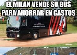 Enlace a El Milan vende su bus para ahorrar en gastos