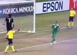 Enlace a GIF: ¿Si fallo el penalti nos eliminan de la Copa África? Tranquilos, todo controlado