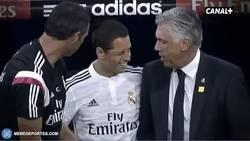 Enlace a GIF: Momento exacto en que Chicharito pierde la confianza de Ancelotti