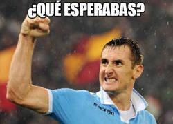 Enlace a Asistencia y gol en 3 minutos para la remontada parcial, simplemente Miroslav Klose
