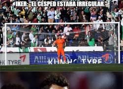Enlace a Casillas marcándose un Xavi