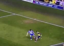 Enlace a GIF: Alexis nos ha dejado detalles como éste en la FA Cup