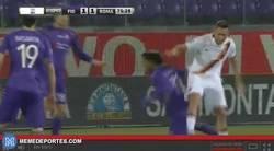 Enlace a GIF: Resumen de Totti durante todo el partido Fiorentina-Roma